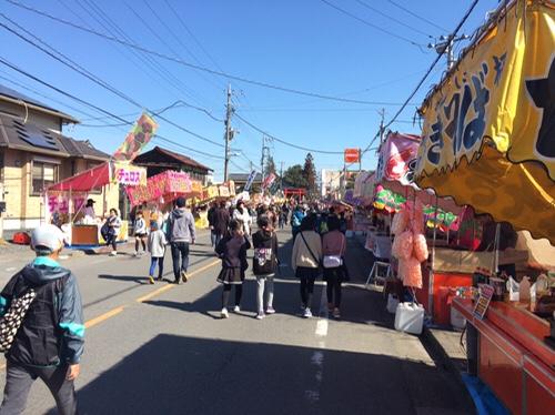 一瓶塚稲荷神社初午祭・露店と参拝客